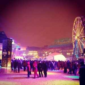 Montreal en Lumiere. Still crazy cold. But bright lights :)…